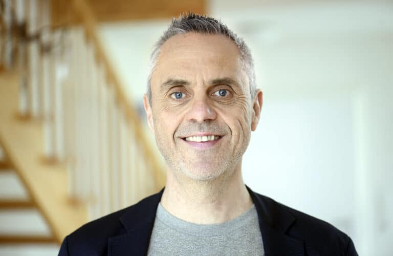Hans Christian Davidsen, kulturredaktør på Flensborg Avis og kulturvejleder på DR P1, kommer til Morud for at fortælle om at være nyforelsket i sin by. (Foto: Femmie Loopers)